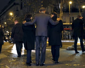 U.S. President Barack Obama, French President Francois Hollande (R) and Paris Mayor Anne Hidalgo (L) walk away after placing flowers at a makeshift memorial to pay tribute to the victims of the Paris attacks at the Bataclan in Paris November 30, 2015.