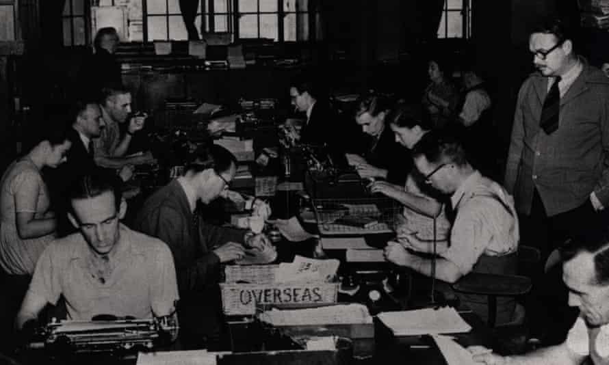 Reuters Building Fleet Street London Newsroom 1950s historical, newspaper staff at work