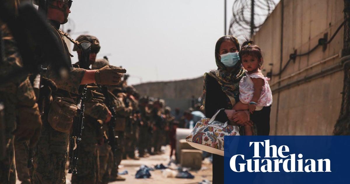 Thousands stranded in Kabul as Taliban go door-to-door