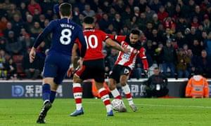 Sofiane Boufal fires in Southampton's equaliser against Tottenham.