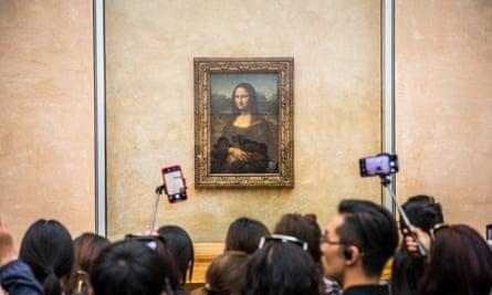 Visitors crowd to take pictures of Leonardo da Vinci's painting La Gioconda (Mona Lisa) at the Louvre.