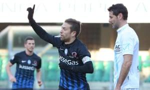 Atalanta's captain, Alejandro Darío 'Papu' Gómez, celebrates his second goal against Chievo