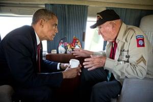 Obama talks to World War II verteran Kenneth (Rock) Merritt
