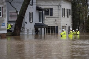 Louisville, USTechnicians with Louisville Gas and Electric disconnect electric service from homes as flooding from the Ohio River inundated the area