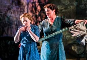 Fflur Wyn (Vivetta) and Yvonne Howard (Rosa Mamai) in L'arlesiana at Opera Holland Park.