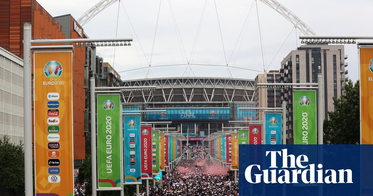 Uefa charges FA over England fans' behaviour at Euro 2020 最後の