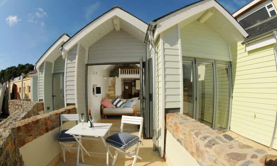 beach huts in Shaldon, South Devon