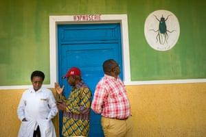 Image of a tsetse fly outside of a Sleeping Sickness treatment ward at Bandundu General Hospital