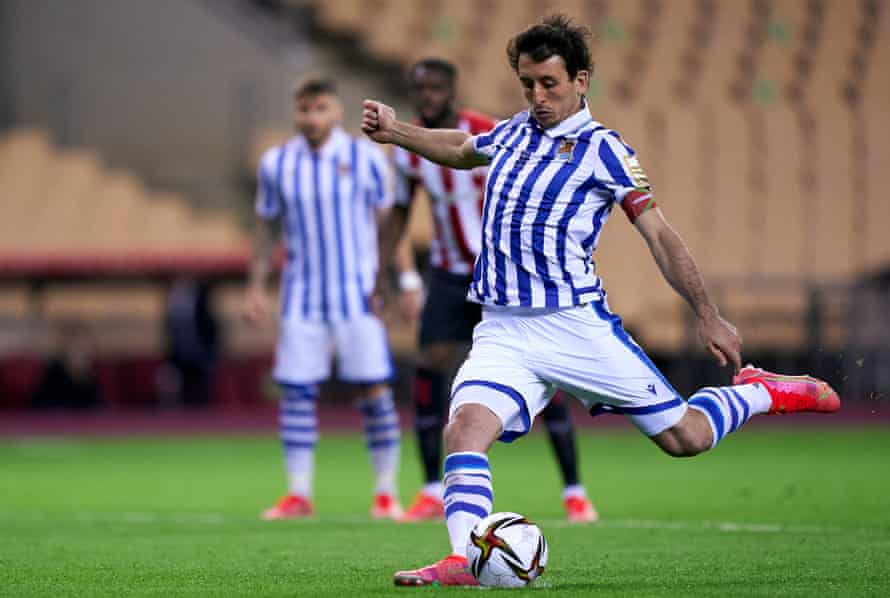Mikel Oyarzabal prepares to score the only goal of the Copa del Rey final, a 1-0 victory for Real Sociedad.