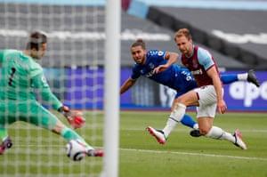 Goal for Everton!