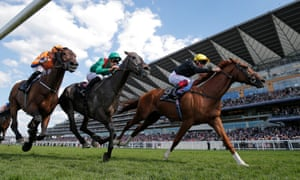 Stradivarius ridden by Frankie Dettori wins the Gold Cup.
