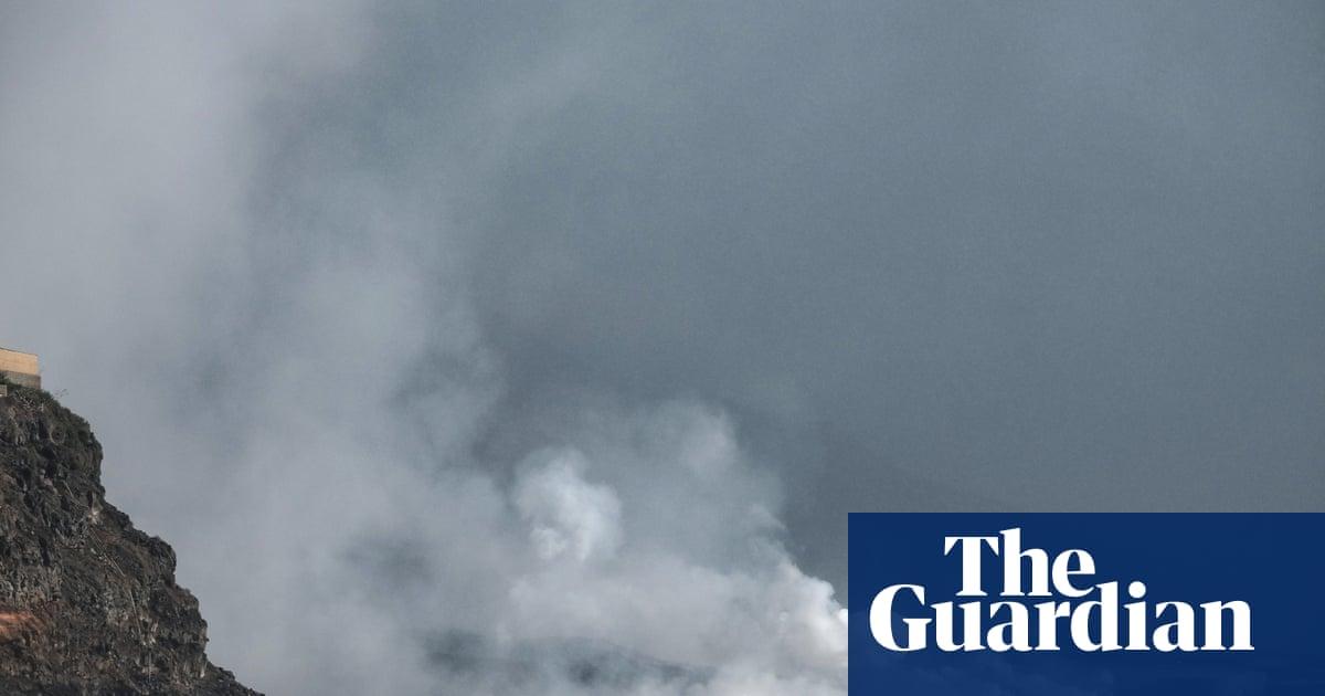 'Miracle house' engulfed as lava reaches sea off La Palma