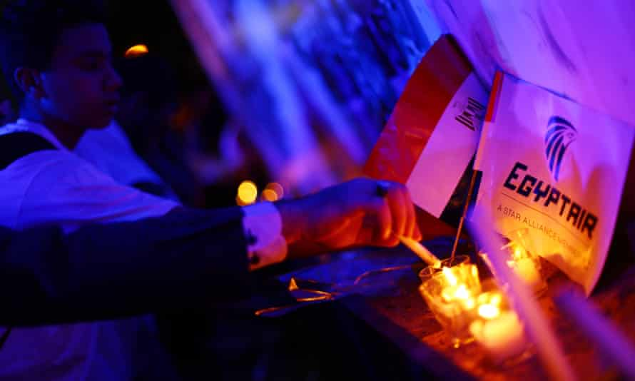 Candlelight vigil for victims of crashed EgyptAir Flight MS804