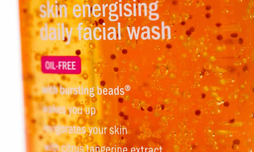 Scientists say there is still compelling evidence to back legislation banning tiny plastic beads that are widely used in toiletries and cosmetics.