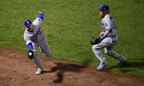 World Series Game 2: Los Angeles Dodgers 2-4 Boston Red Sox