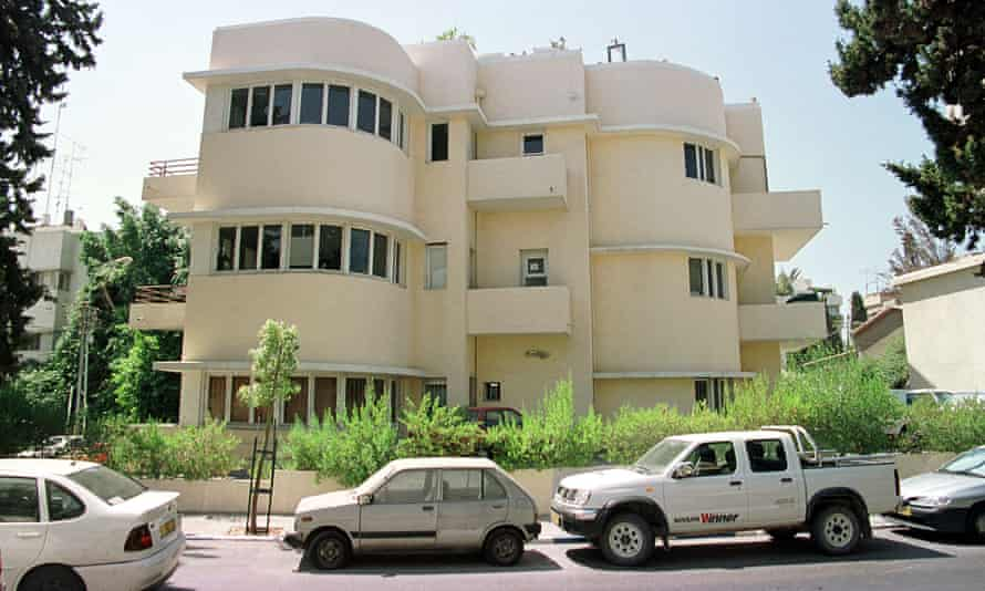 The white idea for a cooler life? In Tel-Aviv, Israel, light-toned Bauhaus style homes and white vehicles.