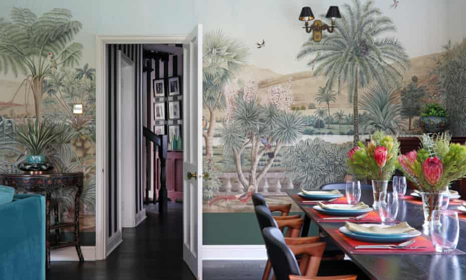 Winning patterns: panoramic wallpaper in the sitting room.