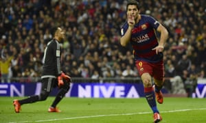 Luis Suárez celebrates after scoring the fourth goal for Barcelona.