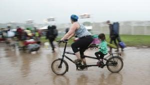 Festivalgoers arrive by bike