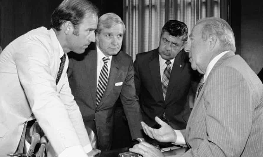 George Shultz, right, when secretary of state designate in 1982, with members of the Senate foreign relations committee, from left, Joseph Biden, Charles Percy and Edward Zorinsky.