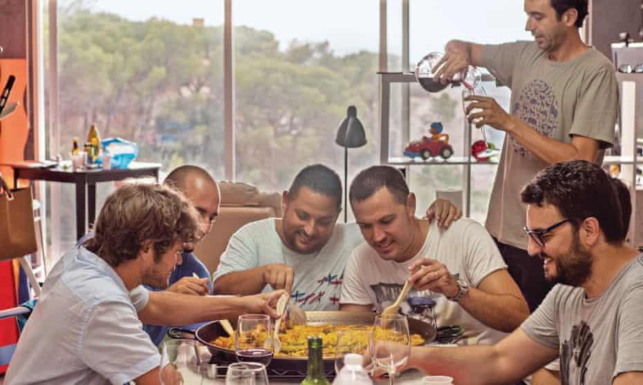 Matt Goulding (left) and friends share a paella.