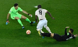 Romelu Lukaku bursts past Thiago Silva before rounding Gianluigi Buffon to open the scoring for Manchester United.