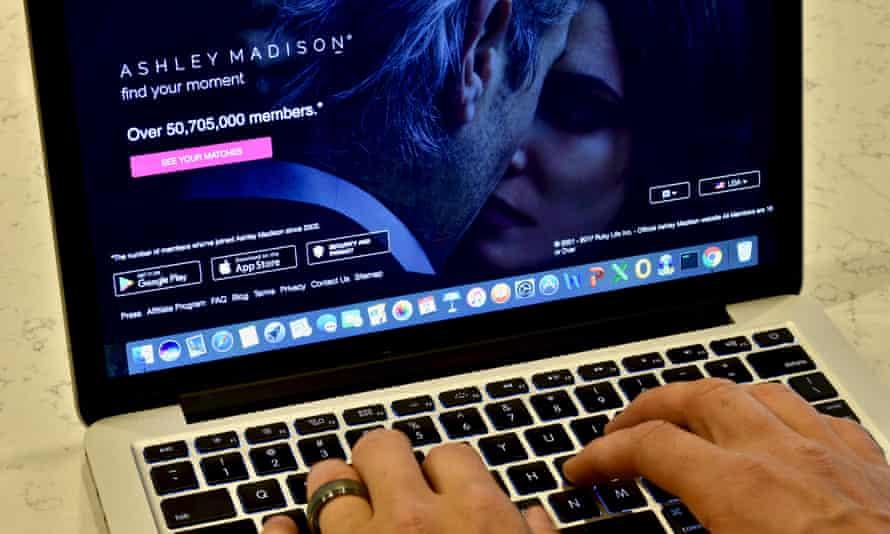 A person browsing AshleyMadison.com