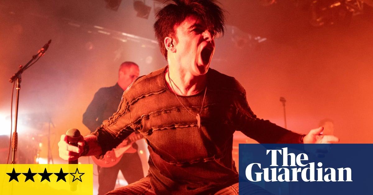 Gary Numan review – terrace chants for thrashing synthpop star