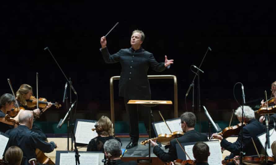 Sakari Oramo conducting the BBC Symphony Orchestra.