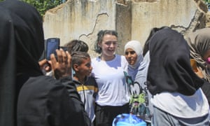 Maisie Williams poses for a photo with Syrian refugees in the Cherso camp, northern Greece