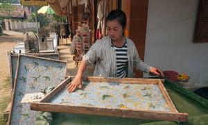 Woman making saa paper in Ban Xang Khong.