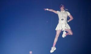 پرواز امشب… یونگبلد در EMA های 2020 MTV اجرا می کند.
