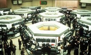 The London Stock Exchange trading floor as computerised dealing began.