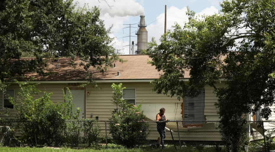 On the east side of Houston, the white plumes of the Texas oil and chemical refineries are a constant backdrop for residents of the Manchester neighborhood.