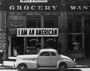 Dorothea Lange – I Am An American, 1942.