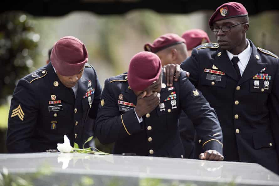 US soldiers crying at tomb