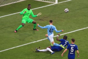 Antonio Ruediger of Chelsea makes a fabulous tackle on Phil Foden of Manchester City as the latter looks to toe-poke the ball in the far corner after 27 minutes. That was close to being the opener.