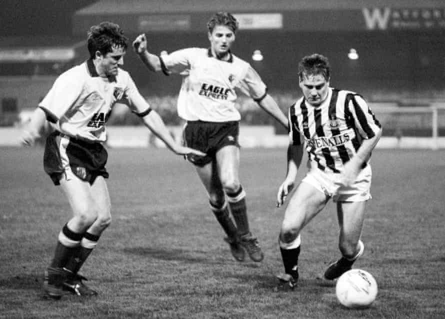 John Hendrie, Gary Porter and a young Tim Sherwood compete for the ball in the third replay.