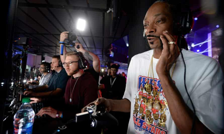 Snoop Dogg made an appearance at E3, along with Wiz Halifa and Zav Efron, in Los Angeles.