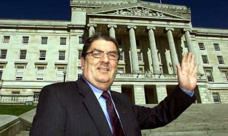 John Hume, the outgoing leader of the SDLP, in front of Stormont, the home of the Northern Ireland Assembly, in 2002.