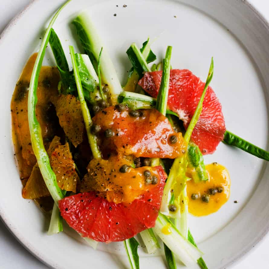 Puntarelle, grapefruit and capers.