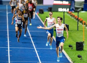 Jakob Ingebrigtsen laps up the crowd's applause as he comes down the home straight.