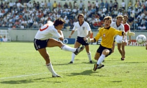 Gary Lineker scores past Poland goalkeeper Jozef Mlynarczyk to complete his hat-trick.