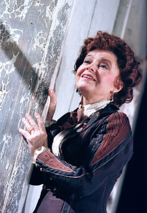 Stephen Unwin's production at Oxford's Playhouse in 2000 starred Prunella Scales.