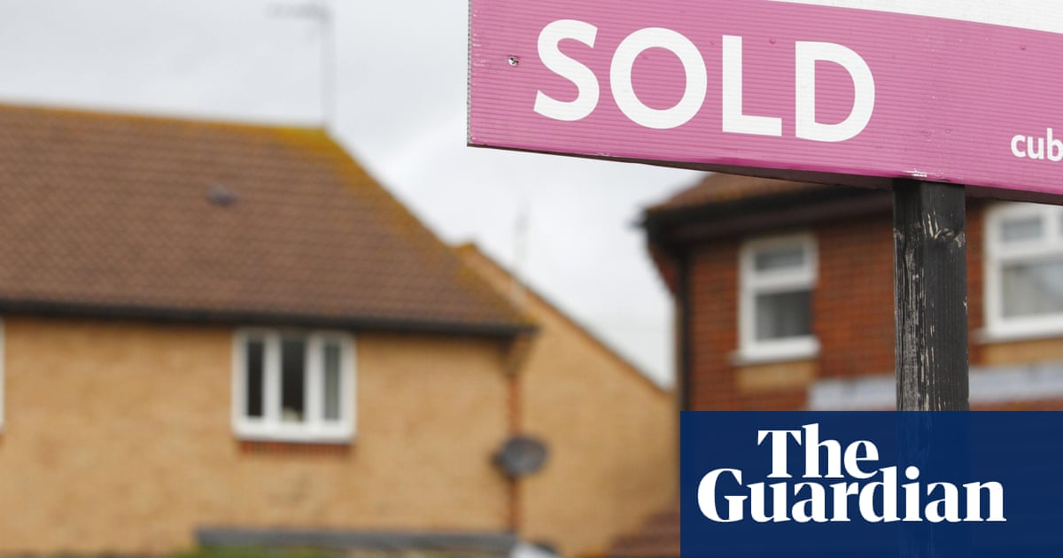 Bank of England monitors UK housing boom as it weighs inflation risk