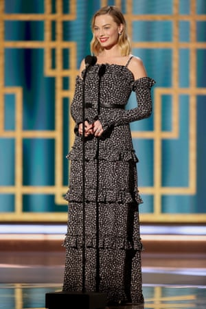 """In a year in which the word """"tier"""" has taken on a whole new meaning, Margot Robbie looked elegant in a tiered Chanel gown"""