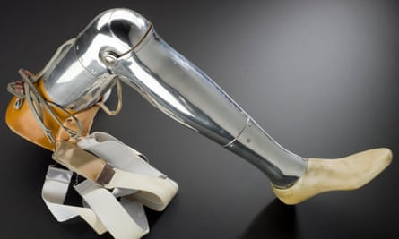 Above-knee prosthesis with metal shin, central knee control mechanism, with standard foot, ankle and toe joints. Made in 1924, the prosthesis weighed 5lbs (2.2kg).