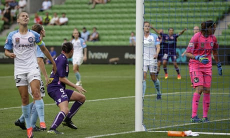 Sam Kerr's goalscoring exploits see Perth top of W-League