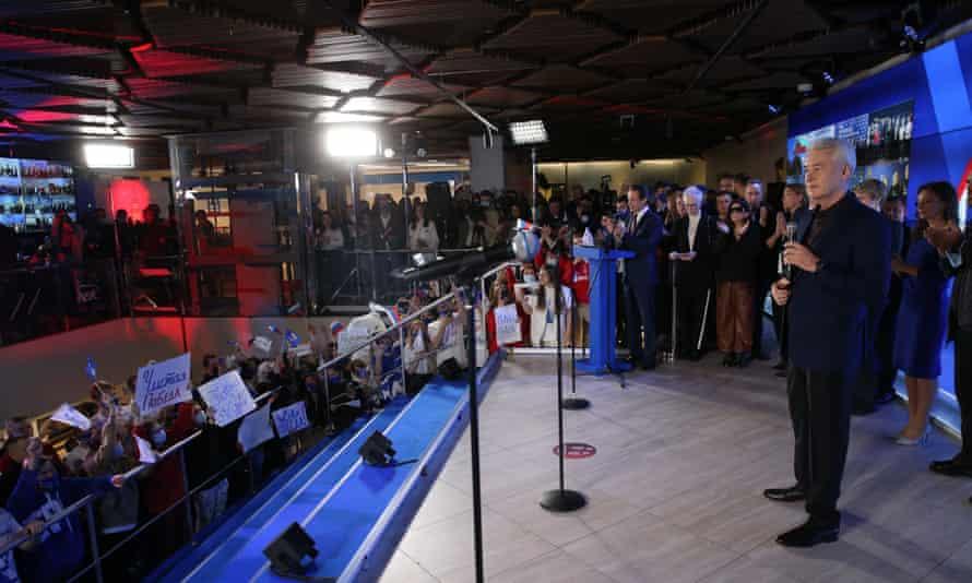 Ο δήμαρχος Μόσχας Σεργκέι Σομπιανίν απευθύνεται σε υποστηρικτές του κόμματος Ενωμένη Ρωσία.