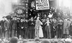 Victor Grayson addressing a meeting in Trafalgar Square in October 1909 in protest against Spain's execution of the anarchist Francisco Ferrer.
